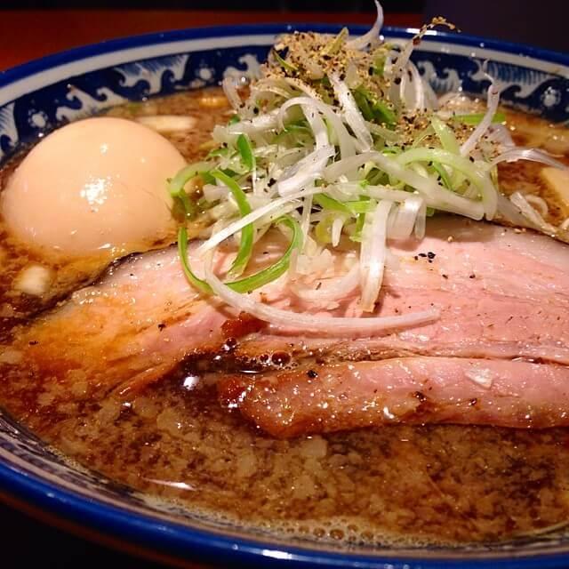 高槻市「麺屋八海山」は新潟燕三条系の背脂醤油ラーメンが魅力の名店