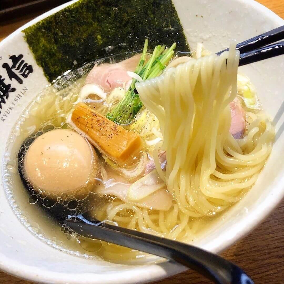 大阪ナンバーワンの塩ラーメン「龍旗信大阪堺本店」店舗が増えても本店だけは別格の味。