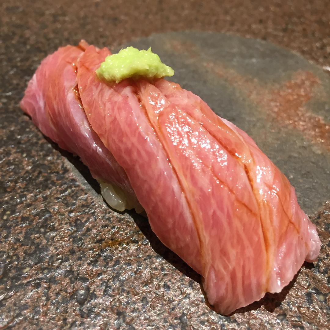 大阪ミナミの寿司屋「鮨樋口」赤酢のシャリとネタの旨さはまさに超一級