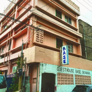 沖縄旅行でお安く宿泊なら「ゲストハウス BASE OKINAWA」がおすすめ